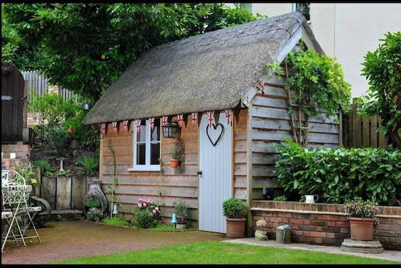 Garden office spotlight find your perfect garden building for Oak garden office
